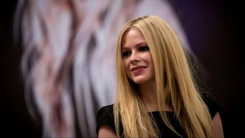 Avril Lavigne agradecida por los esfuerzos en la lucha contra el COVID-19