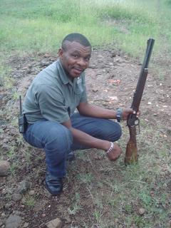 safariopas, kivääri, jäljestäminen, Botswana, mashatu
