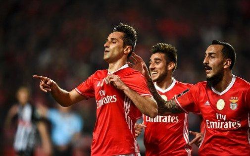 Jonas a solucionar, 3x0 é o placar e o Benfica a liderar