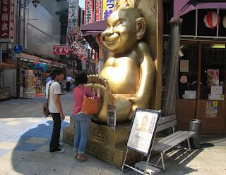 Billiken gigante en Osaka