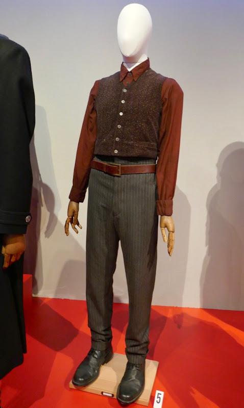 Ezra Miller Fantastic Beasts 2 Credence Barebone costume