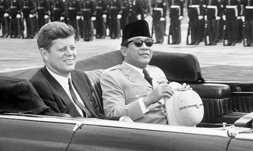 Kennedy Dibunuh, Soekarno Lengser, Freeport pun Deal