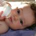 Có nên cho trẻ sơ sinh uống 2 loại sữa cùng một lúc không