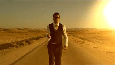 """Ahora, Yaakov Shwekey nos trae otro clip y también muestra impresionantes imágenes del desierto de la canción de Israel: """"No va a funcionar"""" pero solamente el amor del Creador."""