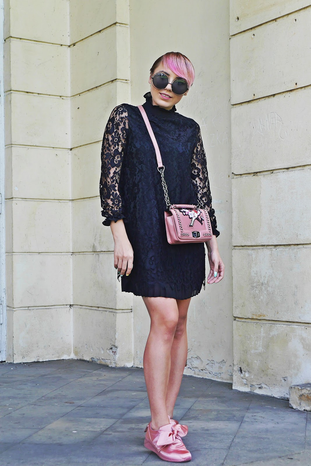 renee_shoes_pink_lace_dress_embroidery_bag_karyn_blog_modowy_150817a