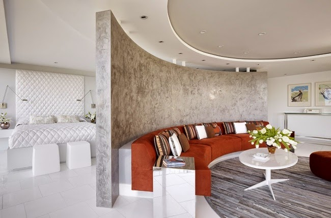 sala con techo decorado
