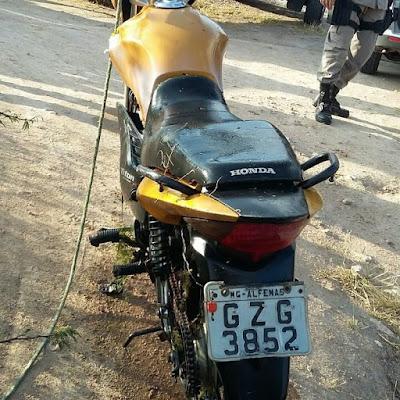Motocicleta de suspeito de assassinar ex-mulher em Delmiro Gouveia é encontrada dentro do canal do sertão em Inhapi