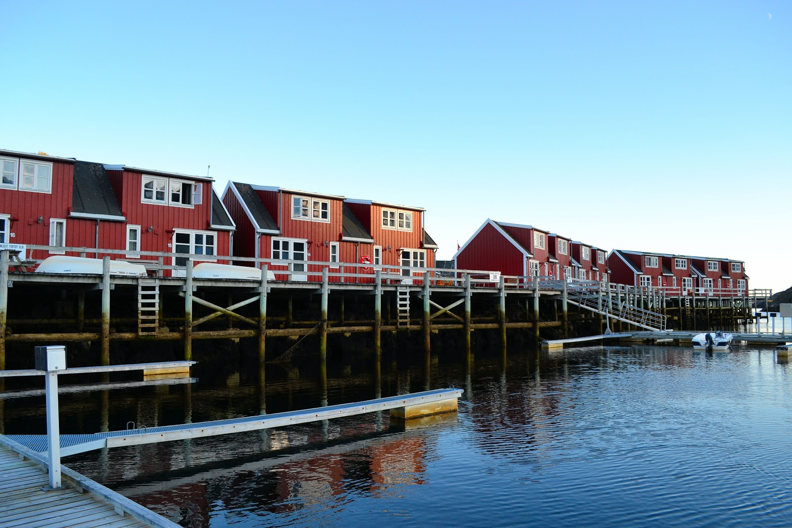 The picturesque rorbuer of Nyvågar Rorbuhotell.