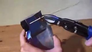 membuat bagian roda dari mobil mobilan kaleng