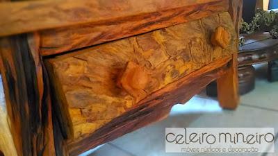Armário rústico em madeira maciça