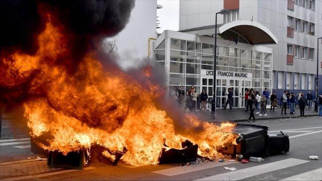 Francia suspende aumento al precio de combustibles tras protestas