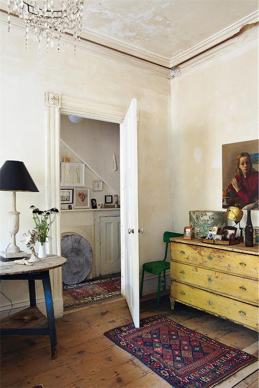 muebles decapados en colores amarillo azul y verde chicanddeco