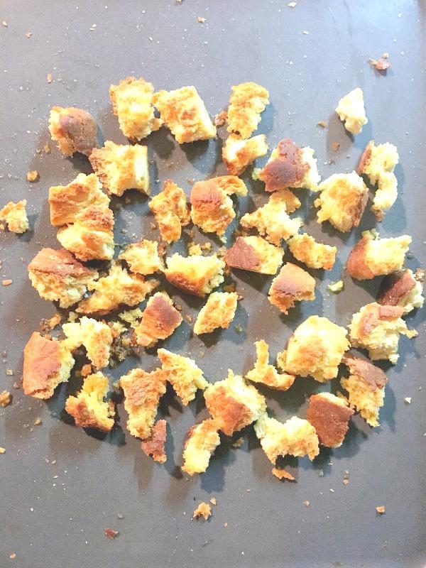 Homemade garlic croutons recipe - Ioanna's Notebook