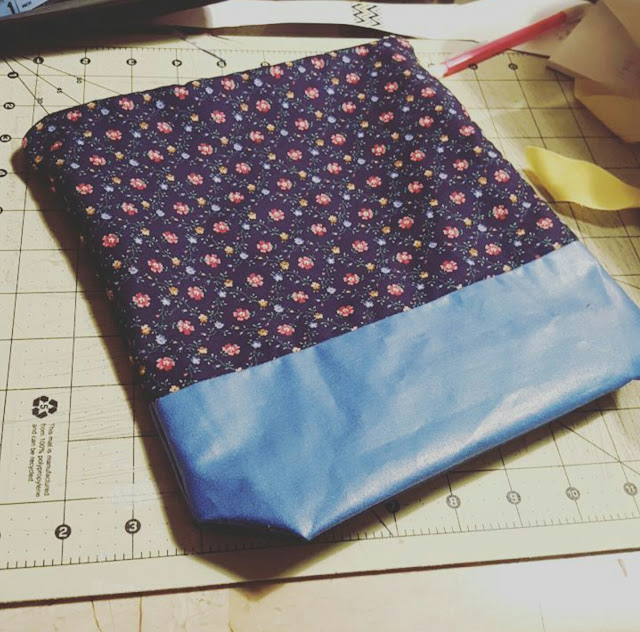 sewing, knitting, crochet, project bag, zipper bag, makeup bag, fabric, diy, handmade