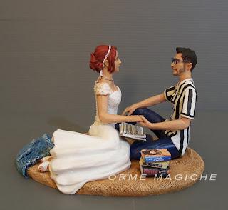 Cake topper personalizzato realistico sposo tifoso juve sposa libri idee regalo sposi orme magiche