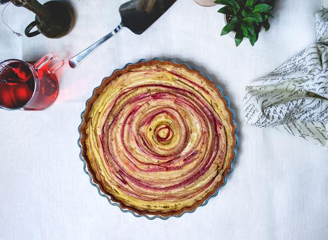 rhubarb, flan, tarte, Wähe, vegan, glutenfrei, glutenfree, plantbased, rhabarber, schweiz, yunaban, swiss, blogger, blog, recipe, rezept, dairy-free, oil free, vegetarian, thurgau, healthy, baking, gesund, backen, rhabarber wähe, rhubarb flan, sweet treat