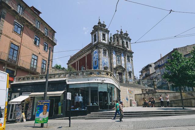 バターリャ広場(Praça da Batalha)
