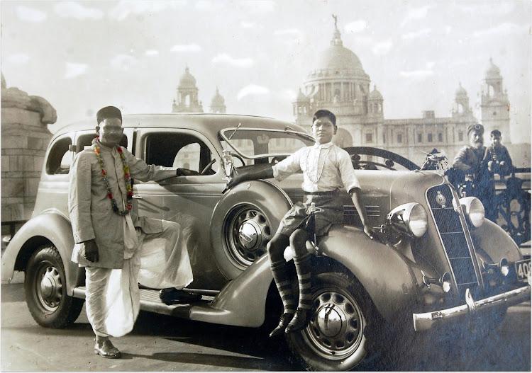 Plymouth car Standing Outside Victoria Memorial - Calcutta (Kolkata) 1930's