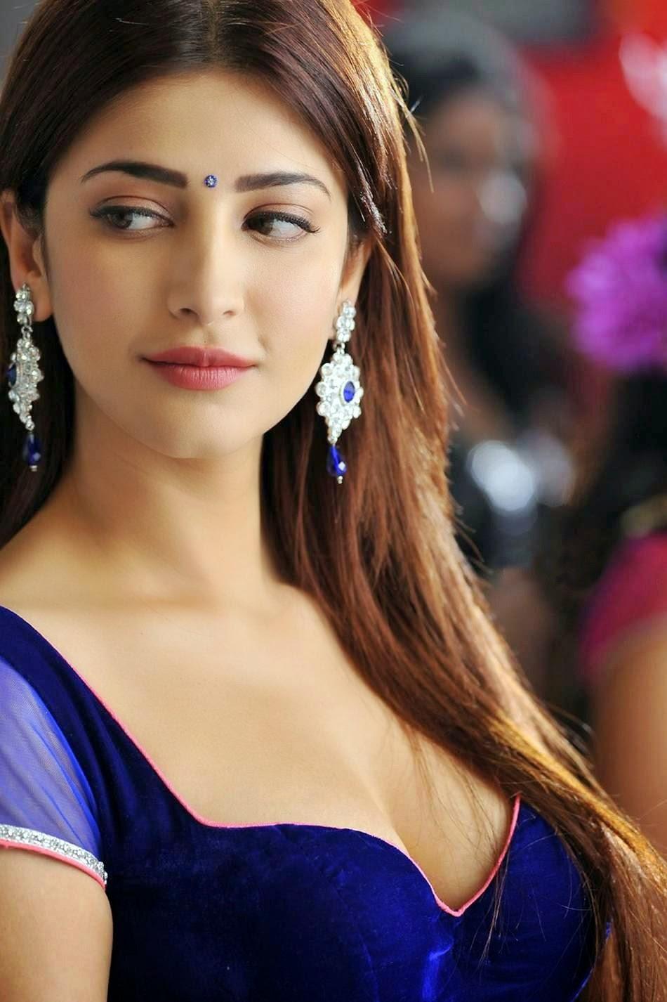 Shruti Hassan Hot Cleavage Images
