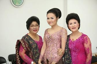 Model Pakaian Kebaya Brokat Untuk Keluarga
