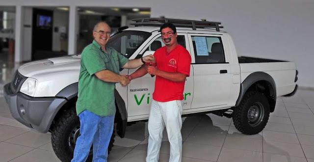 """Viridor Carbon Services entregou ao cacique Marcelo Cinta-larga (rosto pintado)  duas caminhonetes como """"adiantameento"""" do projeto"""