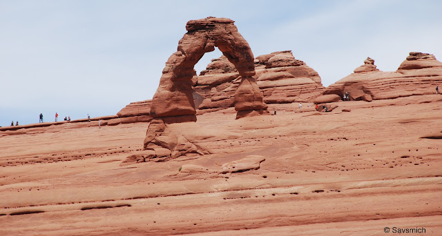 Delicate Arch ( from viewpoint )
