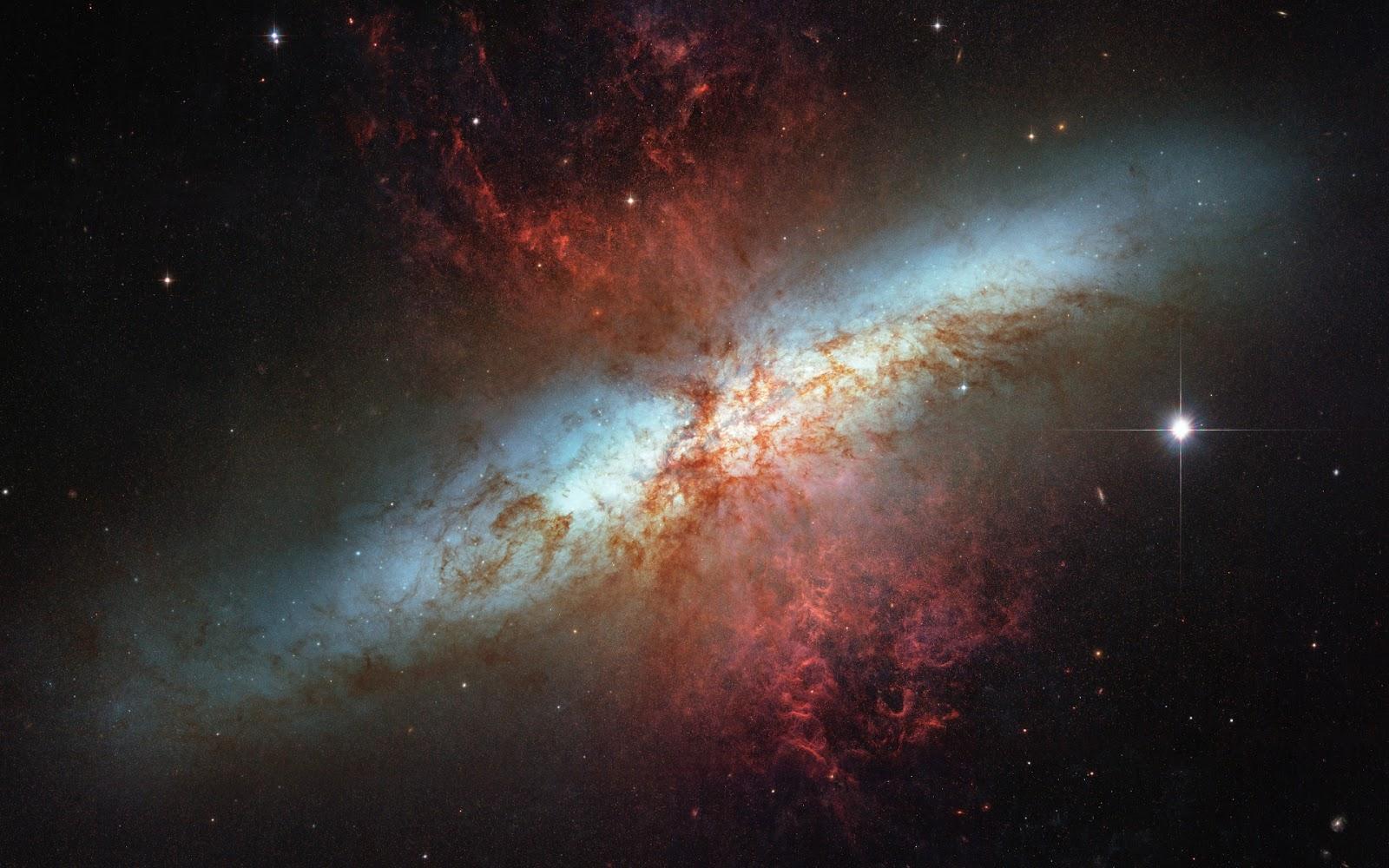 細かな模様の宇宙画像