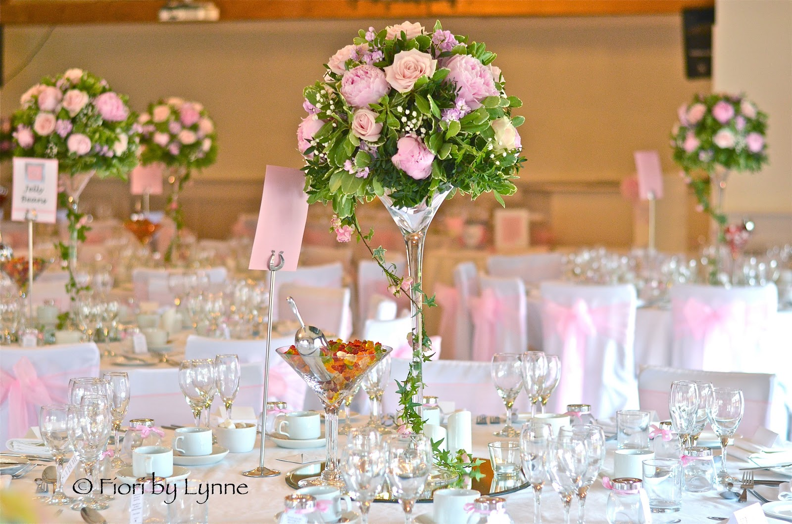 Wedding flowers blog helen 39 s vintage pink wedding flowers - Centre de table vase cylindrique ...