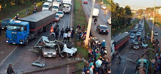 Cuatro personas resultaron heridas tras un accidente que involucró a dos vehículos en la tarde de este lunes en el kilómetro 5 ½ de la ruta internacional Nº 7. Uno de los rodados quedó «panza arriba» de otro que transitaba en dirección contraria.