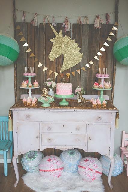 festa-de-aniversario-infantil-criativa-com-o-tema-de-unicornio-decoracao-rustica
