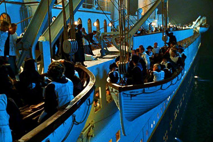 Yüzlerce kişi büyük ihtimalle önlenebilecek bu korkunç Titanik kazasında hayattını kaybetti.