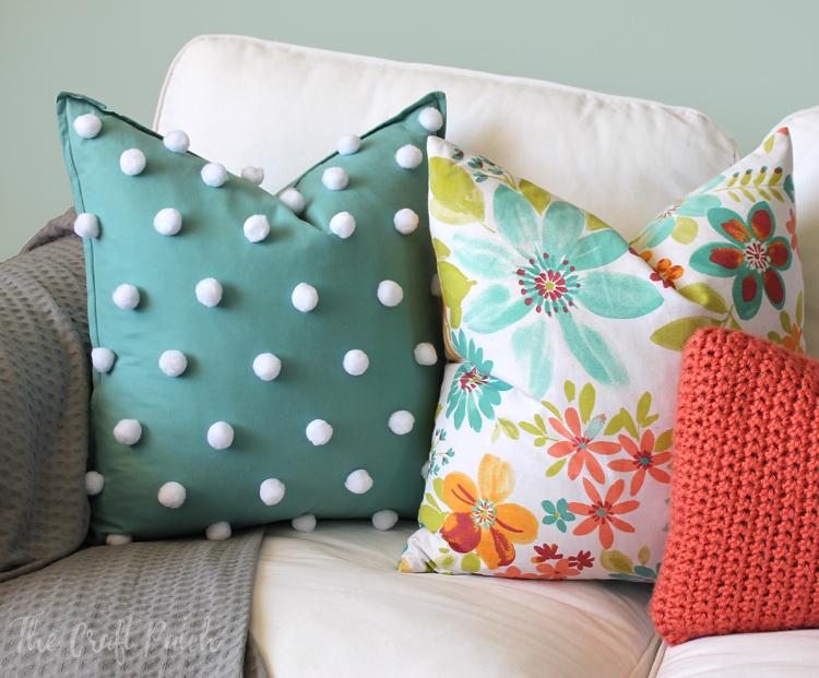 The Craft Patch: Easy Polka Dot Pom Pom Throw Pillow