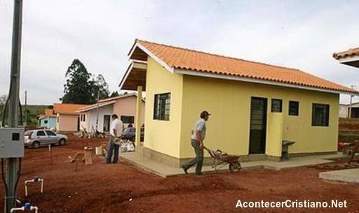 Casas construidas con diezmos de la iglesia