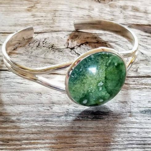 Geo-Graphic Gems bracelet with mottled green pseudo-gem