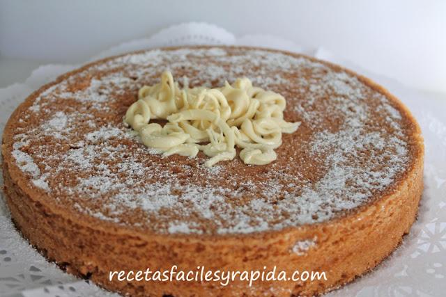 bizcocho de galleta caramelizada y cacahuete en microondas