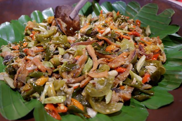 gabus pete jelolotan menu wajib kamu coba di warteg keninian bakoel ussy