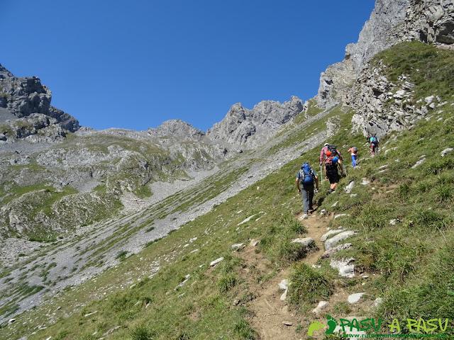 Ruta Peña Ubiña por la Arista Norte: Subiendo por el Valle de Covarrubia