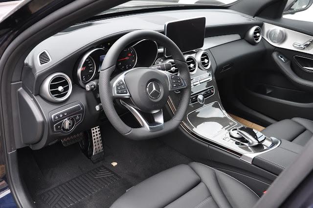 Nội thất Mercedes C300 AMG 2017 được thiết kế thể thao tương đồng với ngoại thất