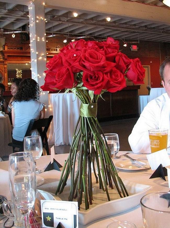 centros de mesa con rosas rojas