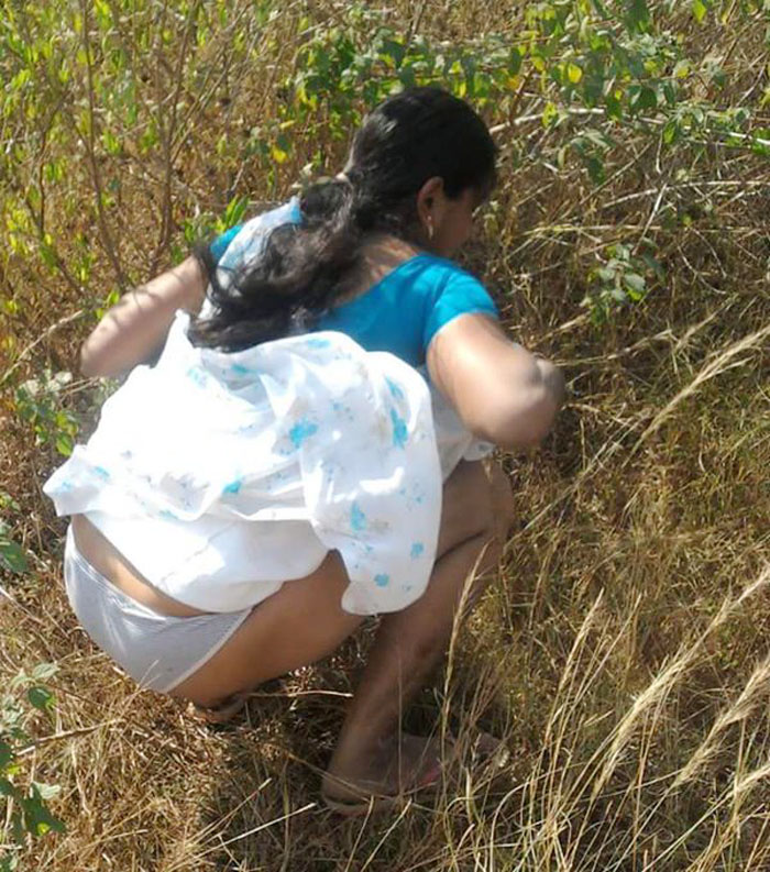 Indian Bhabhi Pissing-4603