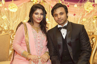 Sarika Sabrin and Her Husband Mahim Karim In Wedding / Marriage