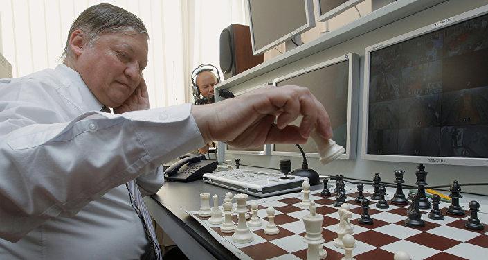 Karpov avait déjà disputé une simultanée sur skype contre des détenus