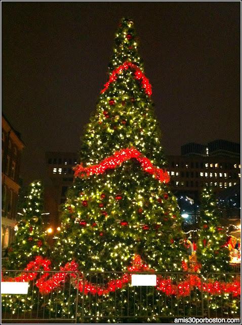 Árbol Navidad en Faneuil Market