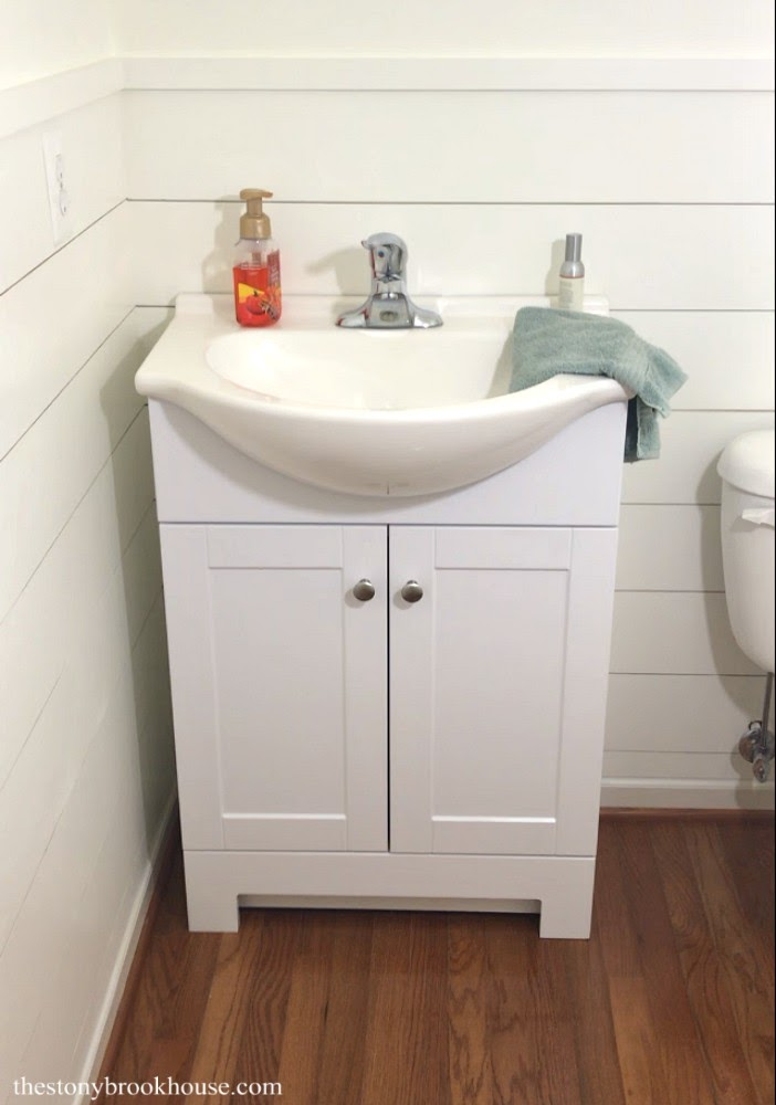 Cute little vanity and sink