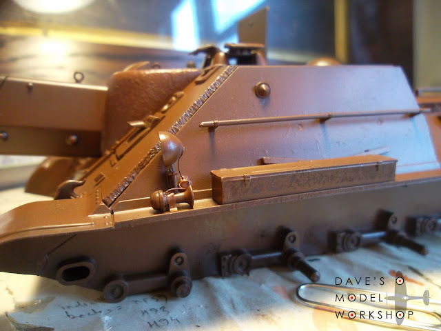 SU-122 model tank - first layer of rust painted