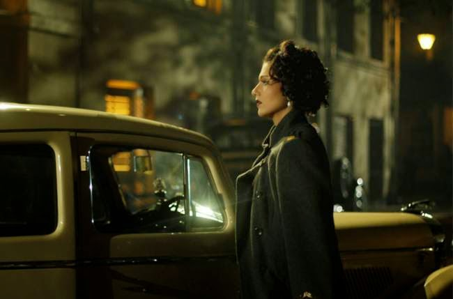 Swastika Mukherjee as Anguri Devi, femme fatale, in Detective Byomkesh Bakshy! (2015), directed by Dibankar Banerjee