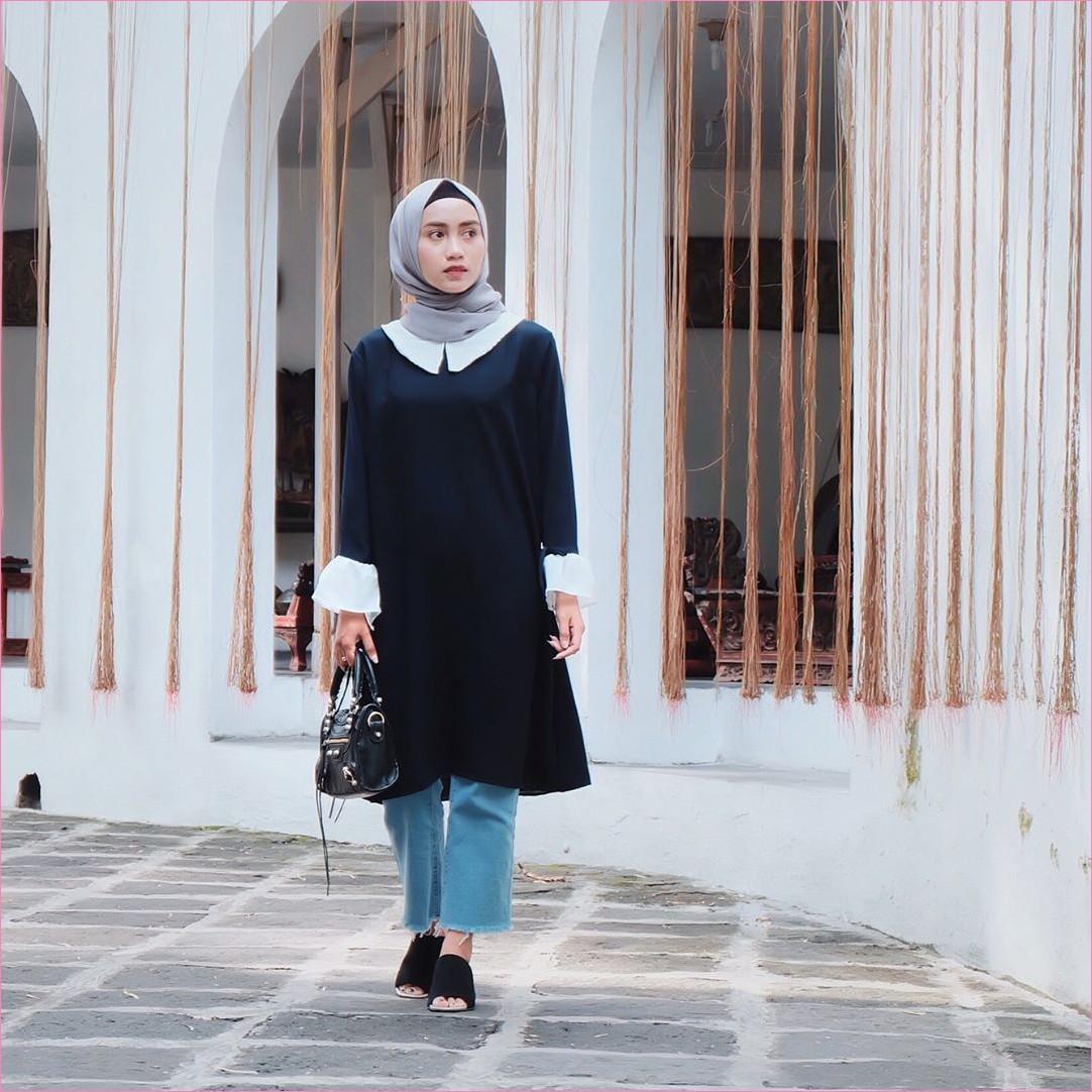 Outfit Baju Tunic Untuk Hijabers Ala Selebgram 2018 baju tunic biru dongker handbags celana kulot jeans celana jeans denim sobek wedges high heels ciput rajut hitam kerudung segiempat pashmina diamond abu ootd trendy