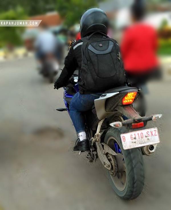 Penampakan Dari Belakang Yamaha R15 V3