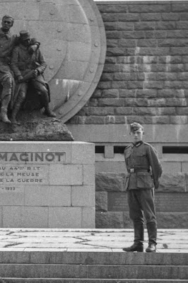 Deutscher Soldat am Memorial André Maginot - 1940 - Detail
