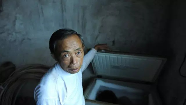 Tian Xueming, Ayah asal Tiongkok simpan jenazah sang anak di dalam lemari pendingin selama bertahun-tahun. Source: Chinasmack.com